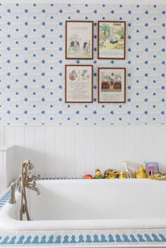 What a fresh and welcoming place to bathe...Molly Mahon Spot & Star wallpaper in Denim