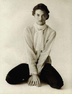 Linda Evangelista in Vogue Italia, 1988. Photo by Peter Lindbergh.