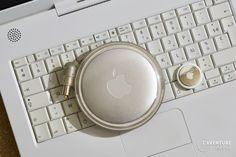 AirTag et chargeur yo-yo de l'iBook G3 (1999)