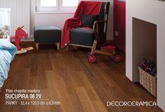 Convierte el espacio de tus hijos en un lugar acogedor con un piso de madera estructurada.