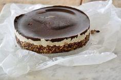 Raw taartje met kokos en chocolade. Hoeft niet in de oven.