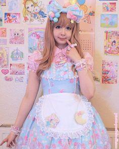 princess-peachie: Detail shot. :)Jewellery/accessories are from Cute Can Kill and Kawaii Goods. <3  #sweetlolita
