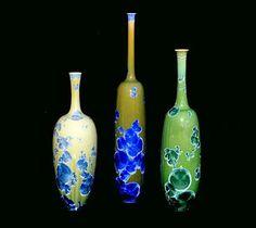 Lacreuse Brigitte et Pierre-Henri. Porcelaine - Cristalisation Raku Pottery, Glazed Ceramic, Ceramic Art, Pierre Henri, Vases, Bone China, Art Nouveau, Tea Pots, Mosaic
