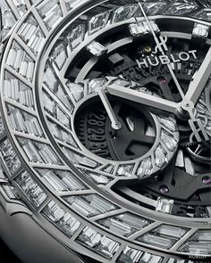 Buying The Right Type Of Mens Watches - Best Fashion Tips Hublot Watches, Big Watches, Sport Watches, Luxury Watches, Cool Watches, Watches For Men, Skeleton Watches, Expensive Watches, Fashion Watches