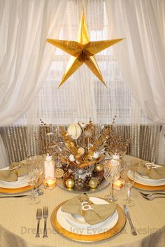Golden Sparkly Christmas Table #christmas #sparkly