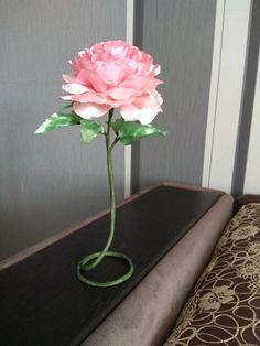 Интерьерная роза из атласных лент