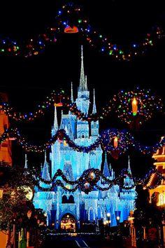 Cinderella Castle - Magic Kingdom - Walt Disney World. Walt Disney World, Disney World Christmas, Disney Parks, Disney Pixar, Disneyland Christmas, Disneyland Castle, Disney Holidays, Happy Holidays, Hades Disney