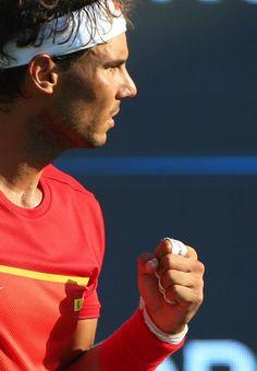 """Le Japonais Kei Nishikori a décroché une première médaille olympique, en bronze, en dominant l'Espagnol Rafael Nadal (6-2, 6-7 (1/7), 6-3), dimanche lors de la """"petite finale"""" du simple messieurs des Jeux de Rio. Photos: REUTERS; AFP; Getty Images; EPA Article : BeinSports"""