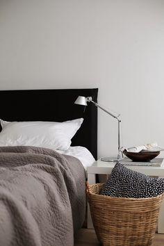 bed, homestyling, tolomeo, artemide, bedroom, basket, tinekhome, whiteliving Alte Neue Sachen.blogspot.com