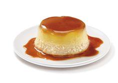 Préchauffez votre four Th.6 (180°C). Réalisez un caramel dans une poêle avec le sucre en poudre, versez-le dans un moule à cake. Dans un saladier, mélangez les oeufs, la noix de coco râpée puis le lait concentré sucré et le lait de coco. Versez dans le moule à cake et faites cuire dans votre four 50 minutes environ au bain-marie.