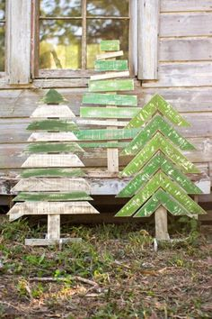 Kalalou Recycled Wooden Christmas Trees With Stands – Set Of 3 – Outdoor Christmas Lights House Decorations Wooden Christmas Trees, Noel Christmas, Christmas Signs, Winter Christmas, Christmas Ornaments, Diy Outdoor Christmas Decorations, Pallet Decorations, Christmas Wood Crafts, Popsicle Stick Christmas Crafts