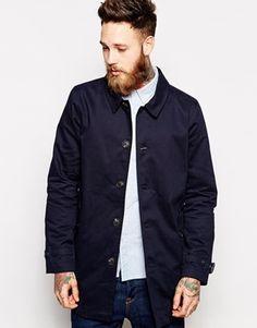 €101, Dunkelblauer Trenchcoat von Asos. Online-Shop: Asos. Klicken Sie hier für mehr Informationen: https://lookastic.com/men/shop_items/103338/redirect