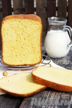 Я часто ищу в Интернете рецепты вкусного хлеба. Вот недавно наткнулась на рецепт высокого и красивого белого хлеба, который готовится с добавлением яйца в хлебопечке. Решила испечь и результат превзошёл мои ожидания. У меня получился высокий, ароматный хлебушек с хрустящей корочкой и пушистым, ...