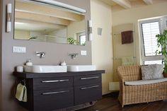 Modernes Badezimmer mit Wohncharakter  #wohnen #badezimmer #bathroom #waschbecken #badezimmer ohne #fliesen #holzhaus #fertighaus #modern #sichtdecke #neubau #interior #einrichten #architektur #architecture #schönerwohnen #wohnen
