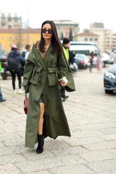The Top Trends Straight from Street Style Outfit Inspiration: the 8 biggest street style trends spotted at Fashion Month. Street Style Trends, Milan Fashion Week Street Style, Street Style 2016, Autumn Street Style, Cool Street Fashion, Street Style Looks, Look Fashion, Autumn Fashion, Fashion Outfits