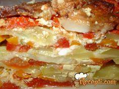 Recept za Mix od povrća. Za spremanje ovog jela neophodno je pripremiti paradajz, tikvice, papriku, šargarepu, luk, peršun, so, celer, biber, slaninu, rikota, prašak za pecivo.
