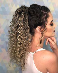 Get inspired by these ponytail hairstyles that come in all heights, styles, and for all hair lengths and types and make the most of your pony! Two Ponytail Hairstyles, Cornrow Ponytail, Curly Hair Ponytail, Ponytail Styles, Braid Styles, Curly Hair Styles, Natural Hair Styles, Natural Curls, Hairstyles For School