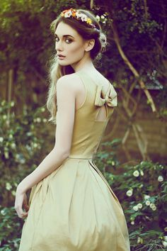 JUBILEE GOLD - Shimmery taffeta party dress with white tulle // back bow cutout // bridesmaid // champagne // pleated skirt // pockets by FleetCollection on Etsy Gold Bridesmaid Dresses, Wedding Dresses, Cute Dresses, Formal Dresses, Wedding Dress With Pockets, White Tulle, India, Party Dress, Dress Up