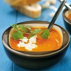 Pumpkin soup with goat's cheese Soup Recipes, Healthy Recipes, Good Food, Yummy Food, Food Lab, Veggie Soup, Pumpkin Soup, What To Cook, My Favorite Food