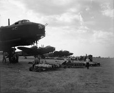 Short Stirling Photo Collection - Page 7 - Short Stirling & RAF Bomber Command Forum Ww2 Aircraft, Military Aircraft, Fighter Pilot, Fighter Jets, Air Force Bomber, Ww2 Planes, Royal Air Force, Stirling, World War Two
