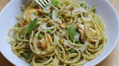 Spaghetti au pesto de menthe et pistaches, poulet et petits pois