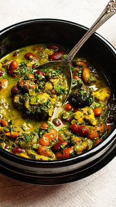 Chicken Recipes Ghormeh Sabzi (Chicken and Kidney Bean Stew): Introduce yourself to Persian food with this vibrant herb and bean stew. Soup Recipes, Chicken Recipes, Cooking Recipes, Healthy Recipes, Dessert Recipes, Easy Recipes, Recipies, Persian Chicken, Sabzi Recipe