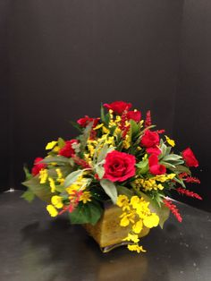 Traditional arrangement in reds and gold. 2015 Laura A. Michaels Tulsa (3864)