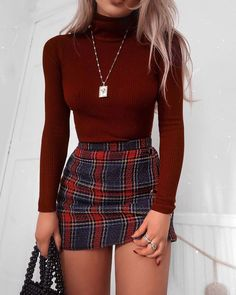 48 Cool Back to School Outfits Ideas for the Flawless Look cute casual outfits - Casual Outfit Winter Fashion Outfits, Look Fashion, Summer Outfits, Skirt Outfits For Winter, Fashion Clothes, Outfits With Red, Fashion Women, Autumn Fashion, Cute Christmas Outfits