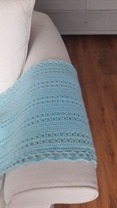 Daar is hij dan het patroon van mijn Linsey sjaal. Een lekker warme sjaal in een vrolijk kleurtje voor het vroege voorjaar. Ik heb hem ie...