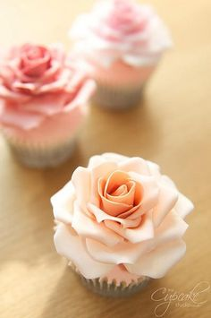 Rose cupcakes - too pretty...