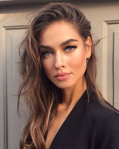 These summer beauty launches have some amazing products. These summer beauty launches are this season's must haves. The spring summer 2018 makeup trends by these cosmetics lines can't be beat. Makeup Trends, Makeup Tips, Hair Makeup, Makeup Ideas, Tan Skin Makeup, Beauty Trends, Makeup Glowy, Bronze Eye Makeup, Glowy Skin