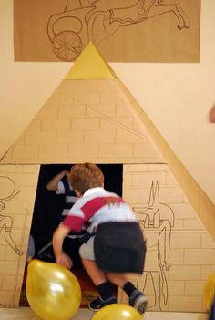 pyramid for the classroom Egyptian Crafts, Egyptian Party, Bible School Crafts, Bible Crafts, Egypt Decorations, Ancient Egypt Pyramids, Thinking Day, School Projects, Kindergarten