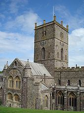 David's Cathedral, Pembrokeshire JohnArmagh - Own work Photograph of St Davids Cathedral, Wales - Tower and South Transept St Davids Cathedral, Bristol Channel, Brecon Beacons, Irish Sea, Wales Uk, Snowdonia, Beautiful Castles, Portugal Travel, Amazing Architecture