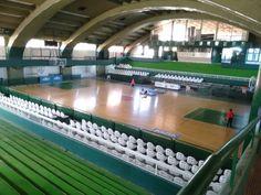 Este es el gimnasio Hector Etchart el cual fue totalmente remodelado con piso, butacas y pintura nueva.