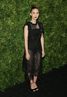 Rooney Mara en robe Givenchy printemps-été 2016 au gala du film du  Museum of Modern Art de New York http://www.vogue.fr/mode/inspirations/diaporama/les-looks-de-la-semaine-novembre-2015/23782#rooney-mara-en-robe-givenchy-printemps-t-2016-au-gala-du-film-du-museum-of-modern-art-de-new-york