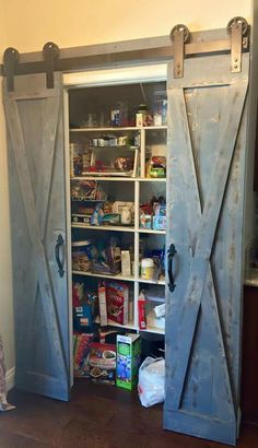 Pantry Scheunentore Mehr - Schöner Wohnen - You are in the right place about cool closet doors Here we offer you the most beautiful pictures about the clos Kitchen Pantry Doors, Barn Door Pantry, Diy Kitchen, Kitchen Pantries, Kitchen Rustic, Kitchen Ideas, Pantry Closet, Kitchen Colors, Kitchens
