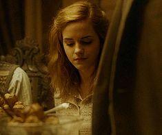 Hermione Gif, Draco Malfoy, Harry Potter Hermione Granger, Ron And Hermione, Harry Potter Girl, Mundo Harry Potter, Harry Potter Actors, Harry Potter Fandom, Dramione