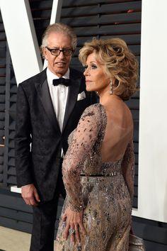 Jane Fonda Looks Amazing at Age 77 - See Her Oscars 2015 Look! Jane Fonda Hairstyles, Hairstyles Over 50, Medium Hair Styles, Short Hair Styles, Romantic Wedding Hair, Vanity Fair Oscar Party, Glamour, Jennifer Lopez, Mother Of The Bride
