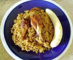 Locrio de pollo (arroz con pollo) y guineo maduro. mmmmm