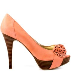 Charisa will bring you to your feminine side.  Guess features this light pink silhouette in a lavish leather.  Perforated details and a floral accent at the vamp create the perfect touch.  Delivering height is a 4 1/2 inch heel and 1 inch platform.