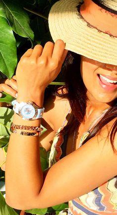 Sommer, Sonne, gute Laune. Mit den Uhren von TOV Essentials in den Pastellfarben hellblau und rosé steht deinem Sommeroutfit nichts mehr im Weg,