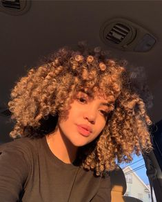 I been in my feelings lately, I feel a sad song coming along. how are ya doing . I miss you guys❤️ Dyed Natural Hair, Natural Hair Care, Dyed Hair, Natural Hair Styles, Baddie Hairstyles, Girl Hairstyles, Light Skin Girls, Curly Girl, Hair Type