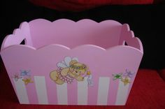 imágenes de cajas con decoupage para bebes - Buscar con Google Wood Crafts, Diy And Crafts, Kit Bebe, Decoupage Box, Baby Decor, Creative Crafts, Girl Nursery, Diy For Kids, Projects To Try