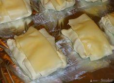 Kurczak w kopertach z ciasta francuskiego - przepis ze Smaker.pl Finger Food Appetizers, Appetizer Recipes, Polish Recipes, Food And Drink, Menu, Healthy Recipes, Cheese, Chicken, Cooking