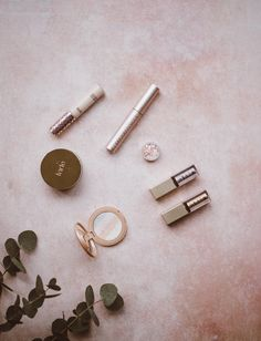 2️⃣ is better than 1️⃣! Check out these 2-in-1 beauty items that'll help simplify your everyday routine! Natural Makeup Brands, Organic Makeup, Best Makeup Products, Beauty Products, Rimmel, Minimum Makeup, Mauve, Cc Creme, Makeup Bag Essentials