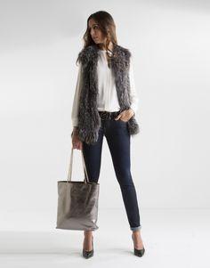Chaleco de mujer en pelo de zorro color gris.