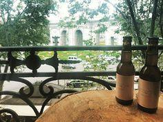 Hoy en AVENUE ILLUSTRATED SPAIN disfrutan de #mustacherosa  ¿Conocéis nuestra cerveza rosa con infusión de frutos rojos de #lateterazul? Es la sensación del momento :) #beer #mustache #lateterazul #aperitivo #goodmorning #morning #bierzo #cerveza #cervezaartesana #afterworkdrinks #amigos #happytuesday #tuesday #pharmadus