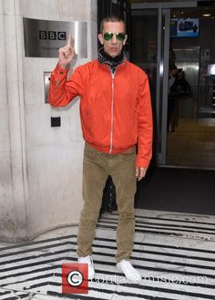 Prince's death has hit British singer/songwriter Richard Ashcroft so hard, he's using the tragedy to become a greater man. Bbc C, The Verve, Rain Jacket, Bomber Jacket, Big Music, Britpop, Bbc Radio, Windbreaker, Musica