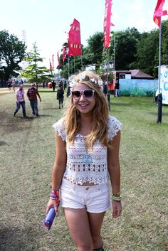 Megan looked super summery in her cream #festival outfit from our #Oxfam #stylespotting at Isle Of Wight Festival!