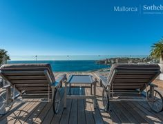 This elegant sea-view duplex penthouse is located San Augustin, just on the outskirts of capital Palma, and within a few minutes' walk of shops, bars, restaurants and Port Olimpic Calanova. Vast sun terrace with Jacuzzi and outdoor kitchen. Air conditioning, alarm system, garage, shared swimming pool, Spa and gymnasium, concierge services and direct sea access.